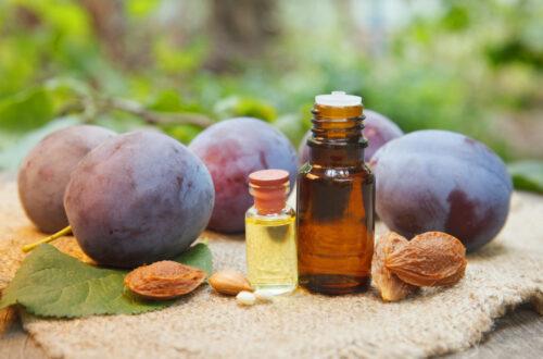 Les bonnes raisons de privilégier l'huile végétale de prune pour la peau
